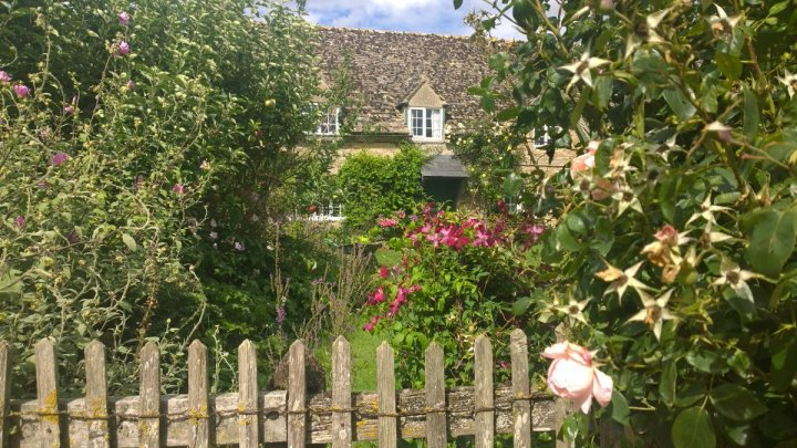 Rustic Guest Alison Howell – Walking the Cotswolds